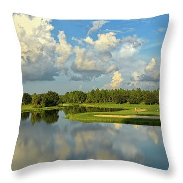 Hunter's Green Hole 18 Throw Pillow