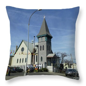 Iglesia Metodista Unida Church Throw Pillow