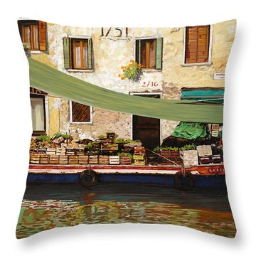 il mercato galleggiante a Venezia Throw Pillow by Guido Borelli