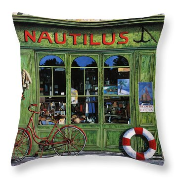 Il Nautilus Throw Pillow