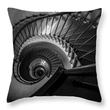 In Ponce Throw Pillow