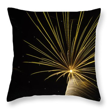 Independanc I Throw Pillow