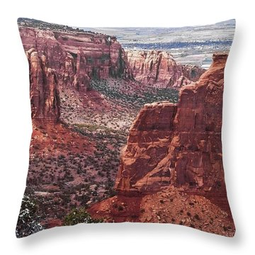 Independence Monument At Colorado National Monument Throw Pillow