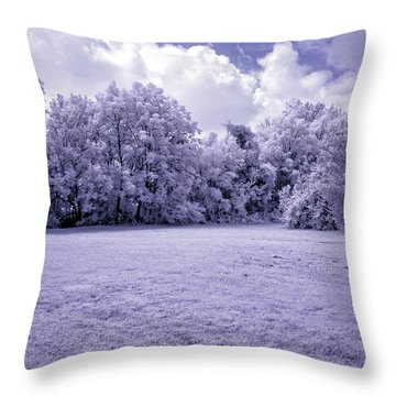 Infrared In Glasgow Ky Throw Pillow