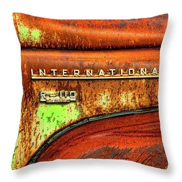 International Mcintosh  Horz Throw Pillow
