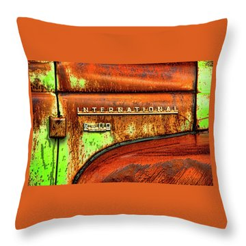 International Mcintosh  Horz Throw Pillow