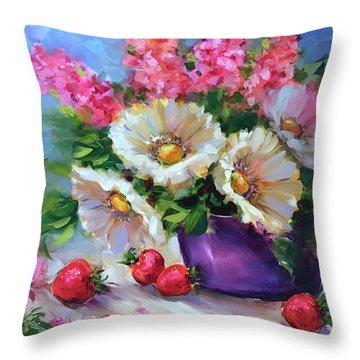 Italian Strawberries And Daisies Throw Pillow