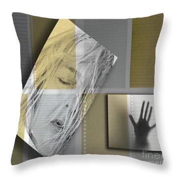 Jamais Plus Tard Dans Leur Souvenir  Throw Pillow
