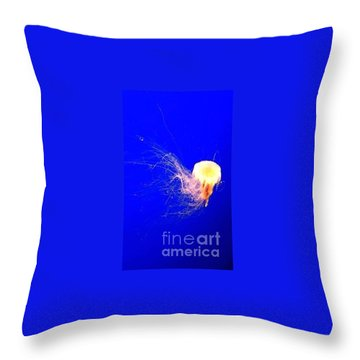 Throw Pillow featuring the photograph Jelly'sdance by Vanessa Palomino