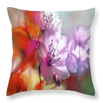 Throw Pillow featuring the photograph Juego Floral by Alfonso Garcia