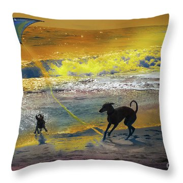 Juegos De Playa Throw Pillow