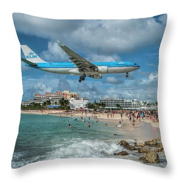 K L M A330 Landing At Sxm Throw Pillow