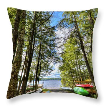 Throw Pillow featuring the photograph Kayaks At Palmer Point by David Patterson