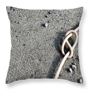 Kelpic Knot Throw Pillow