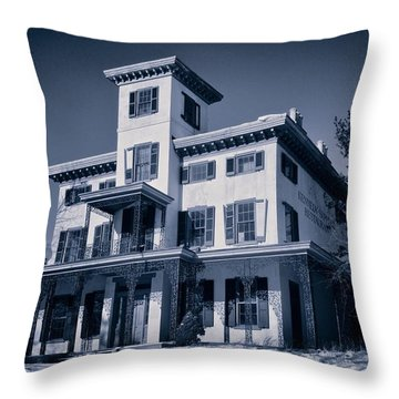 Kennedy-supplee Mansion Throw Pillow