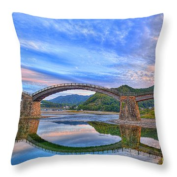 Kintai Bridge Japan Throw Pillow