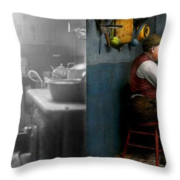 Kitchen - Morning Coffee 1915 - Side By Side Throw Pillow