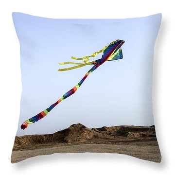 Kite Dancing In Desert 04 Throw Pillow