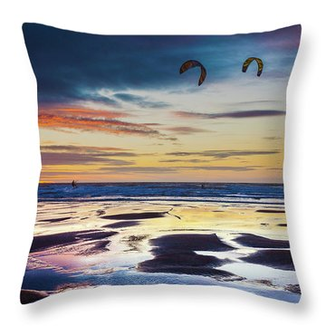 Kite Surfing, Widemouth Bay, Cornwall Throw Pillow