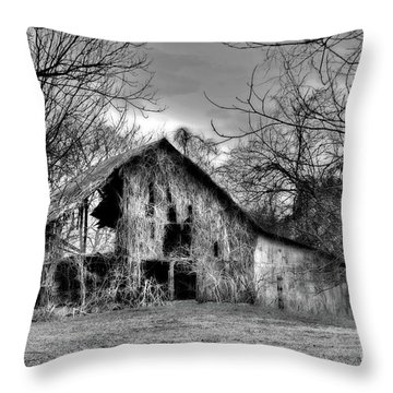 Kudzu Covered Barn In The Mississippi Delta Throw Pillow