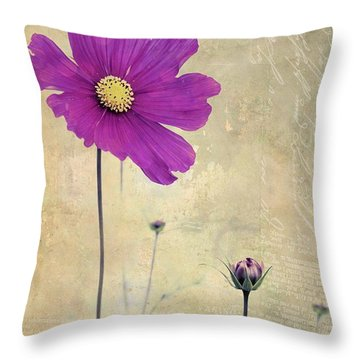 L Elancee - V04t3 Throw Pillow