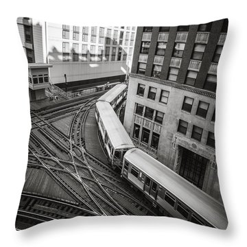 L Train In Chicago Throw Pillow