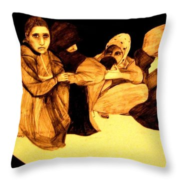 La It Khafeen Habibti Throw Pillow