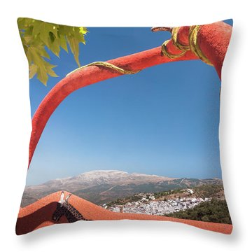 La Maroma Throw Pillow