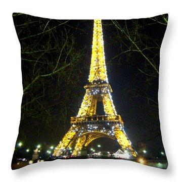 La Tour Eiffel En Nuit Throw Pillow