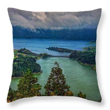 Lagoa Verde E Lagoa Azul Throw Pillow