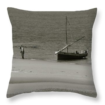 Lamu Island - Wooden Fishing Dhow Getting Unloaded - Black And White Throw Pillow
