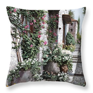Le Rose Rampicanti Throw Pillow