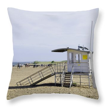 Lifeguard Station At Skegness Throw Pillow by Rod Johnson