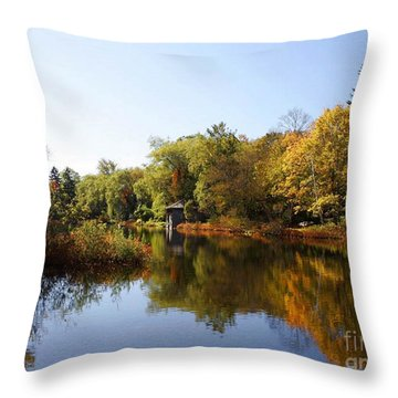 Little Shawme Pond In Sandwich Massachusetts Throw Pillow