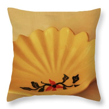 Throw Pillow featuring the photograph Little Shell Plate by Itzhak Richter