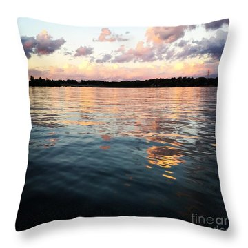 Lkn Water And Sky  I Throw Pillow