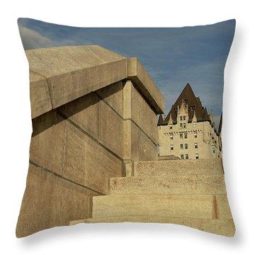 Llegando Al Castillo Throw Pillow