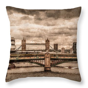 London, England - London Bridges Throw Pillow