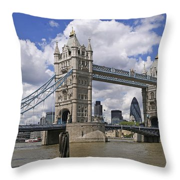 London Towerbridge Throw Pillow