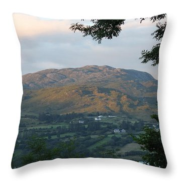 Lough Eske 4257 Throw Pillow