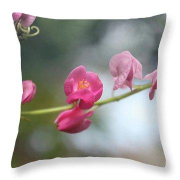 Love Chain2 Throw Pillow