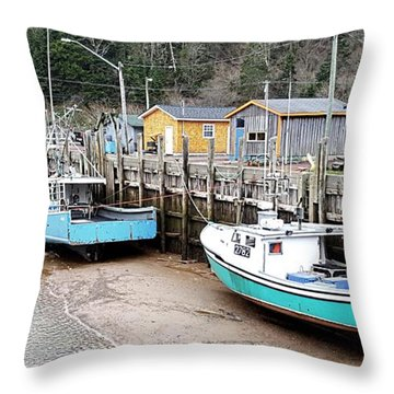 Low Tide In St. Martins Throw Pillow
