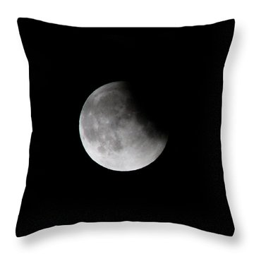 Lunar Eclips Throw Pillow