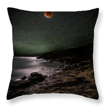 Lunar Eclipse Over Great Head Throw Pillow