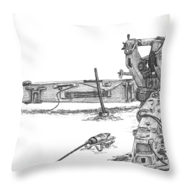 M198 Howitzer - Natural Sized Prints Throw Pillow