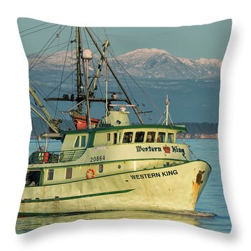 Throw Pillow featuring the photograph Making The Turn by Randy Hall