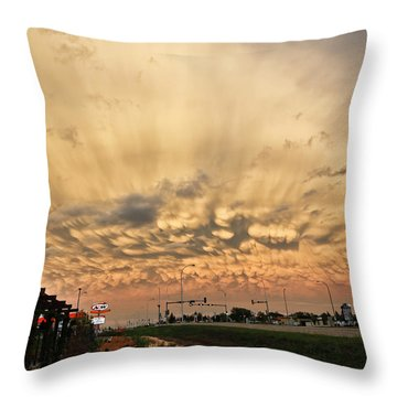Mammatus Over Yorkton Sk Throw Pillow