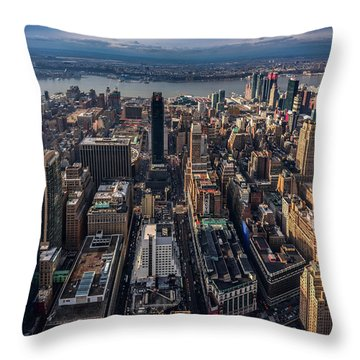Manhattan, Ny Throw Pillow