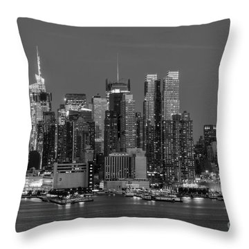 Manhattan Twilight Iv Throw Pillow by Clarence Holmes