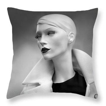 Mannequin 117 Throw Pillow